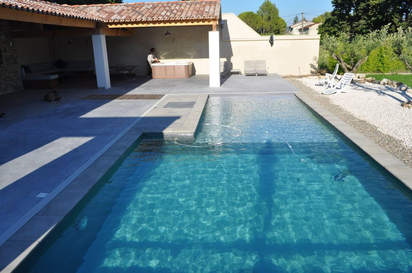Piscine Beton Avec Plage Immergée construction d'une piscine avec plage immergée et d'un pool