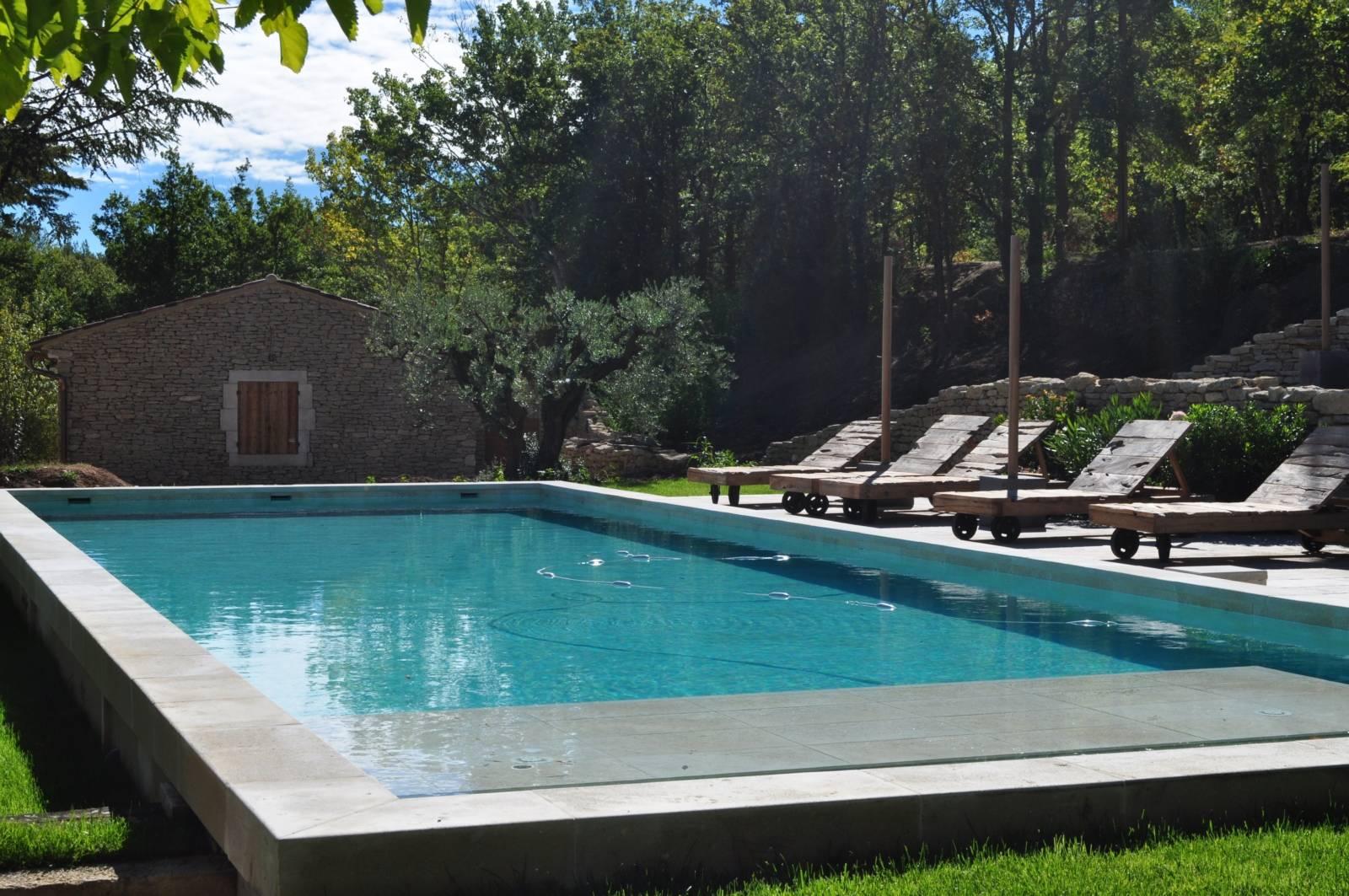 Materiel Piscine La Ciotat construction et entretien de piscine en béton dans le