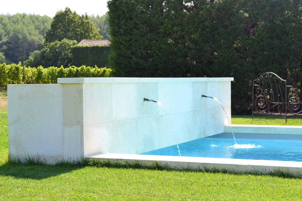 fontaines piscine piscine b ton vaucluse inter piscine. Black Bedroom Furniture Sets. Home Design Ideas