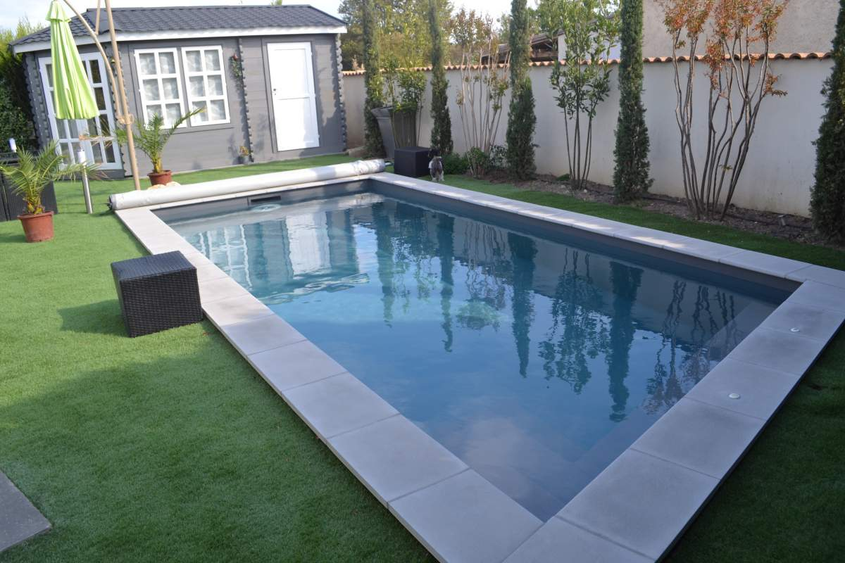 R alisation d 39 une piscine en trap ze rectangle sur l 39 isle Pvc arme piscine
