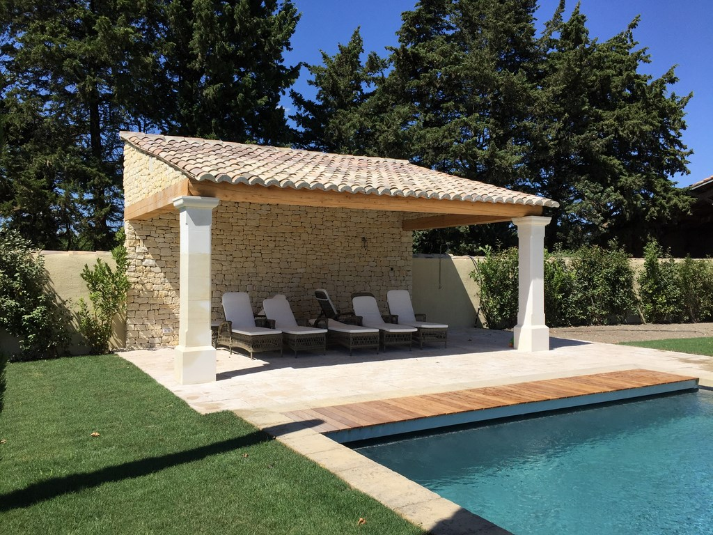Local technique pool house piscine b ton vaucluse for Pool and pool house