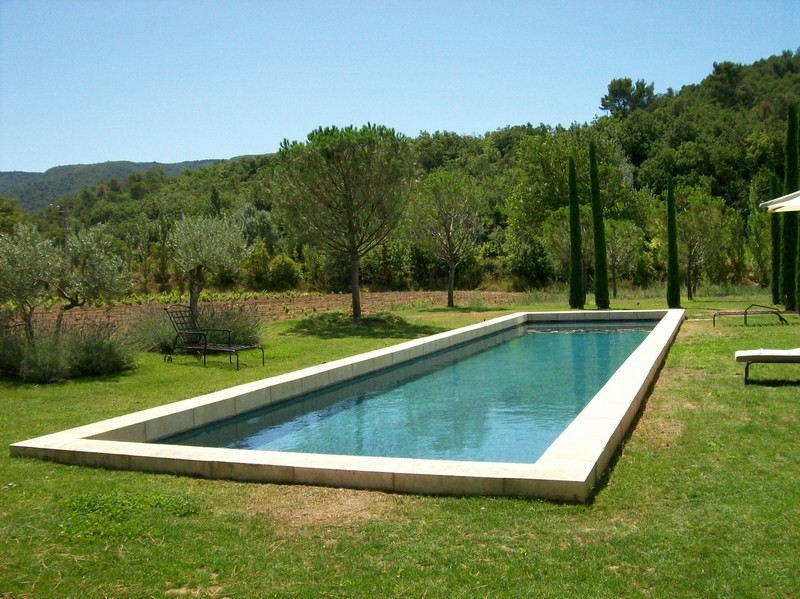 Construction piscine beton realis e a menerbes piscine for Construction piscine 38