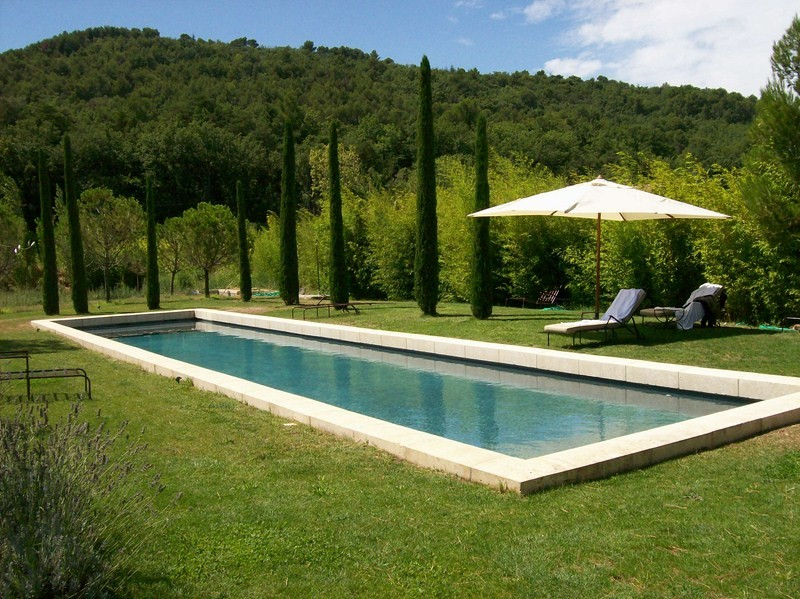 Construction piscine beton realis e a menerbes piscine for Construction piscine inox