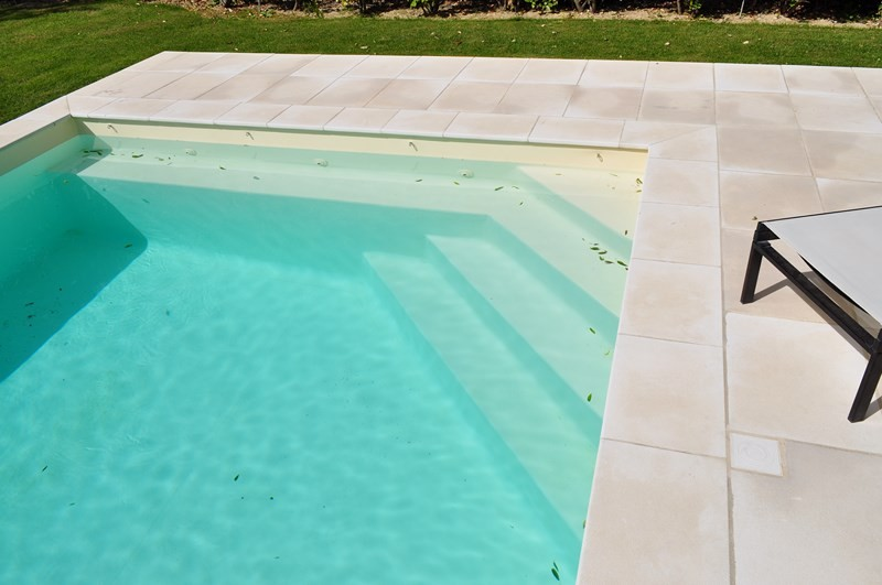 Construction d 39 une piscine pvc arm beige sur opp de for Piscine avec liner beige