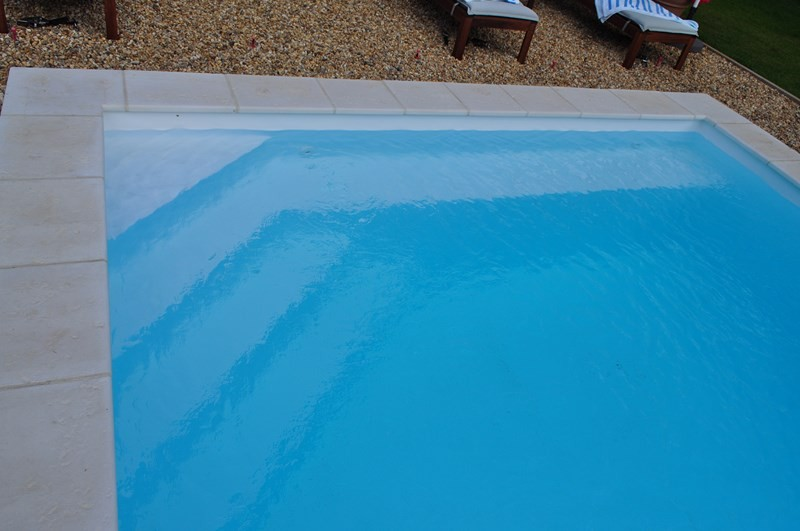 Piscine pvc arm sur l 39 isle sur la sorgue avec local bois for Revetement piscine pvc arme