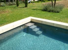 Escaliers int rieurs piscine piscine b ton vaucluse for Verre pile piscine